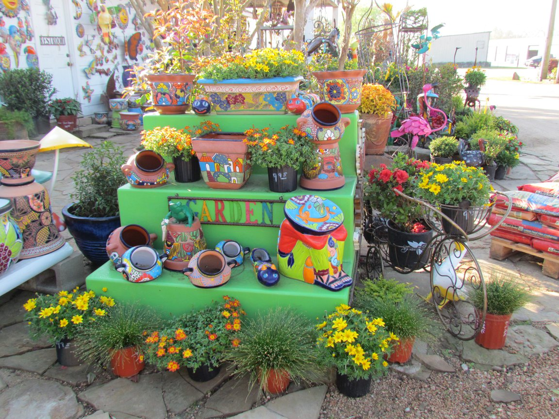 Large choice of Mexican Talavera pots for your plants.